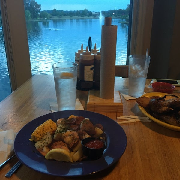 Photo taken at Boardwalk Billy's Raw Bar & Ribs by Mark P. on 7/9/2016