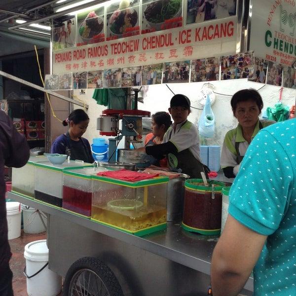 Photo taken at Penang Road Famous Teochew Chendul (Tan) by Syuhada I. on 3/22/2013