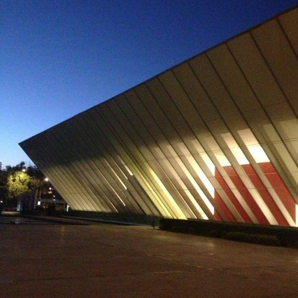 Foto tomada en MUAC (Museo Universitario de Arte Contemporáneo). por Eddie E. el 2/10/2013