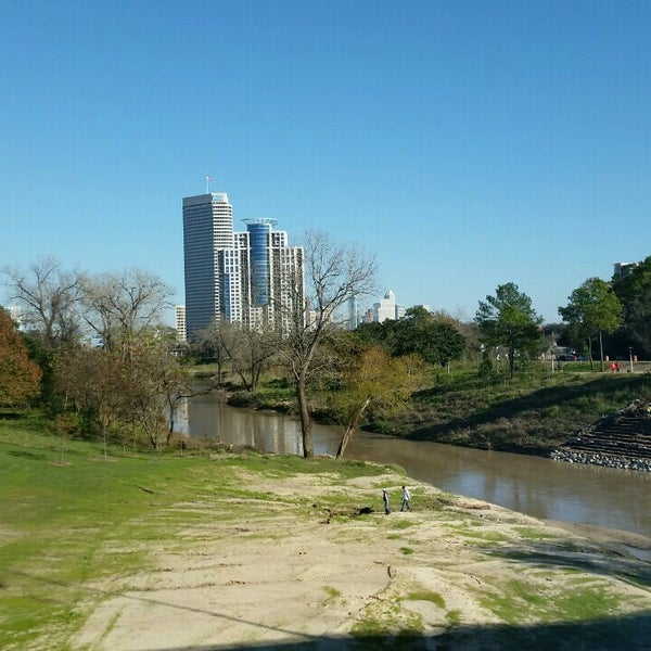 Photo taken at Memorial/Allen Parkway Trails by Jen L. on 1/10/2016
