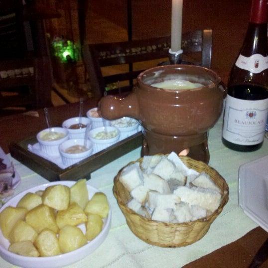 Foto tirada no(a) Restaurante Mont Vert por Pedro R. em 9/29/2012