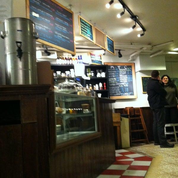 Foto tirada no(a) Politics & Prose Bookstore por Japhy em 12/27/2012