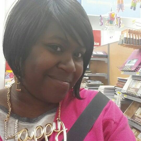 Photo prise au Walmart par Candise J. le4/17/2014
