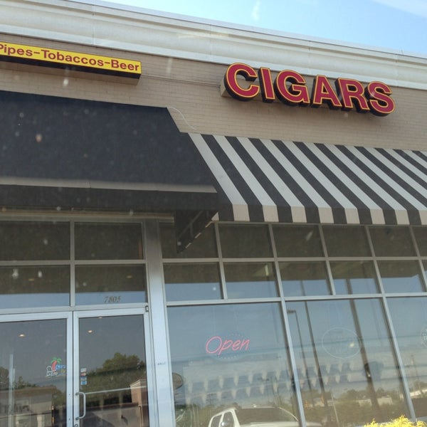 Photo taken at Smoky's Tobacco and Cigars by Tim Hobart M. on 5/16/2013