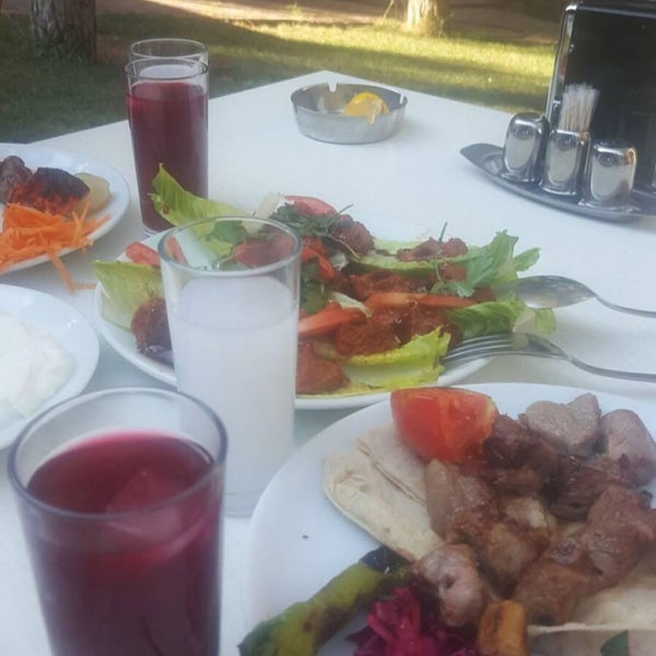 7/10/2017 tarihinde Hüseyin T.ziyaretçi tarafından Koçlar Restaurant ve Dinlenme Tesisi'de çekilen fotoğraf