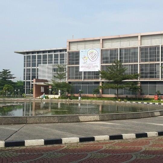 Photo taken at Sekolah Tinggi Akuntansi Negara (STAN) by Zum R. on 11/5/2013