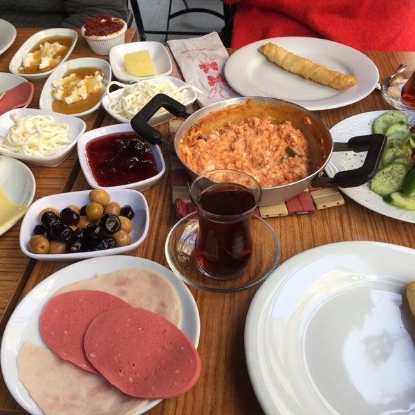 3/10/2018 tarihinde Iryna P.ziyaretçi tarafından Fiskos Kahvaltı Cafe'de çekilen fotoğraf