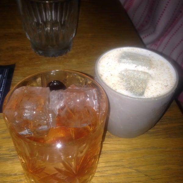 Les cocktails et les tapas/apéros sont tops! A tester bach n1 et une assiette de croquetas au jarret de porc:)