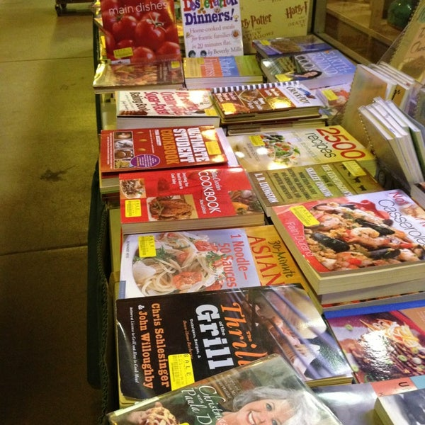 Photo taken at Changing Hands Bookstore by Halo K. on 1/2/2013