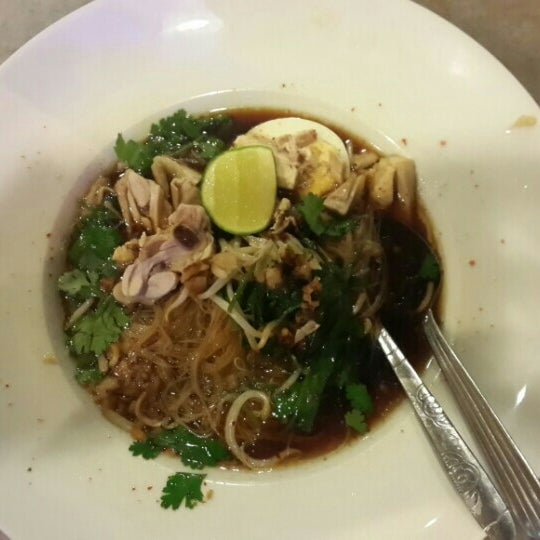 Photo taken at Malee Classic Seafood by Elly J. on 5/5/2016