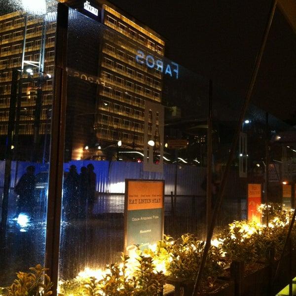 12/29/2012 tarihinde Maxim B.ziyaretçi tarafından Faros Restaurant'de çekilen fotoğraf