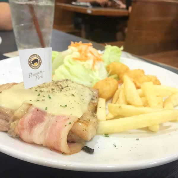 Photo taken at Santa Fé Steak by itim🍦 on 7/7/2016
