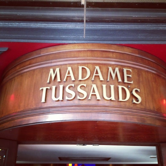 Photo taken at Madame Tussauds by Luiz Carlos K. on 10/14/2012