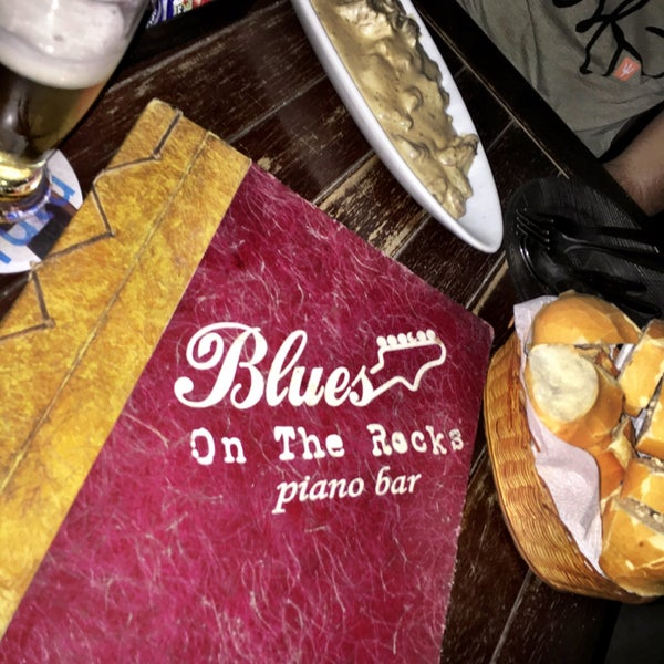 Foto tirada no(a) Blues On The Rocks por Rafaela M. em 12/19/2015