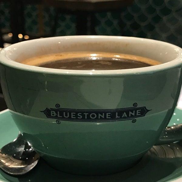 Das Foto wurde bei Bluestone Lane von Chris M. am 9/17/2018 aufgenommen