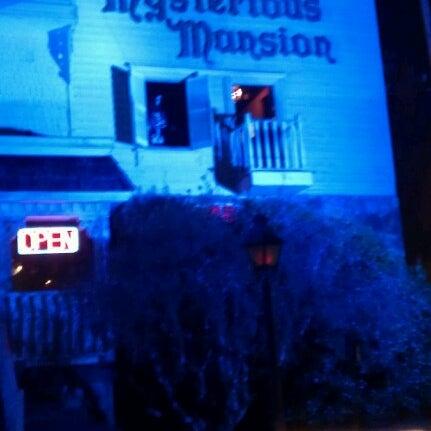 Foto diambil di Mysterious Mansion oleh Charles R. pada 2/2/2013
