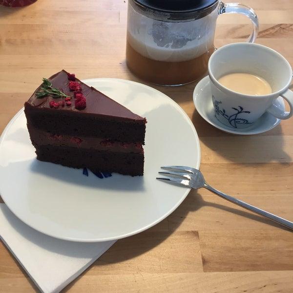 Foto diambil di Mikyna Coffee & Food Point oleh Michaela pada 12/18/2017