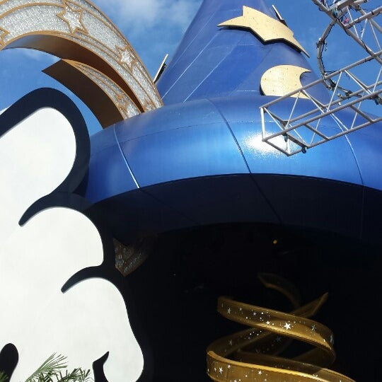Photo taken at Disney's Hollywood Studios by Bianca R. on 5/27/2013