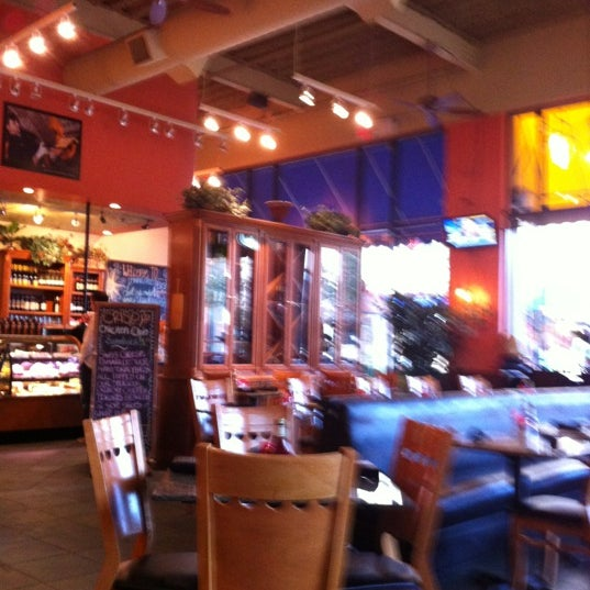 Photo taken at Main Street Bistro and Bakery by Roy E. on 11/9/2012