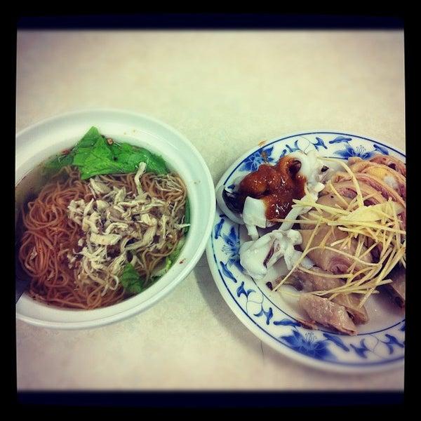 Photo taken at 阿財雞絲麵 by Linus L. on 12/31/2012