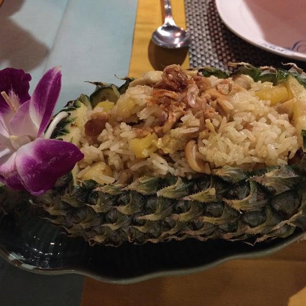 Снимок сделан в Tanta's Thai Restaurant пользователем Amy T. 4/21/2015
