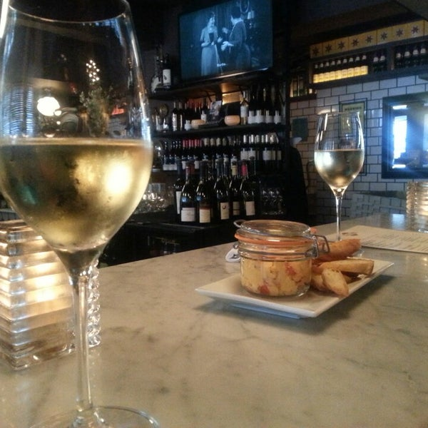 Photo taken at Vanguard Wine Bar by Allyson G. on 5/21/2014