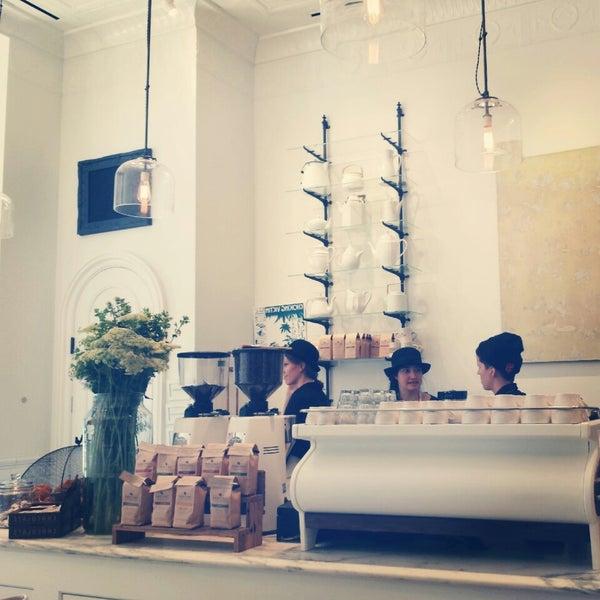 Foto scattata a Toby's Estate Coffee da Jeans il 11/5/2013