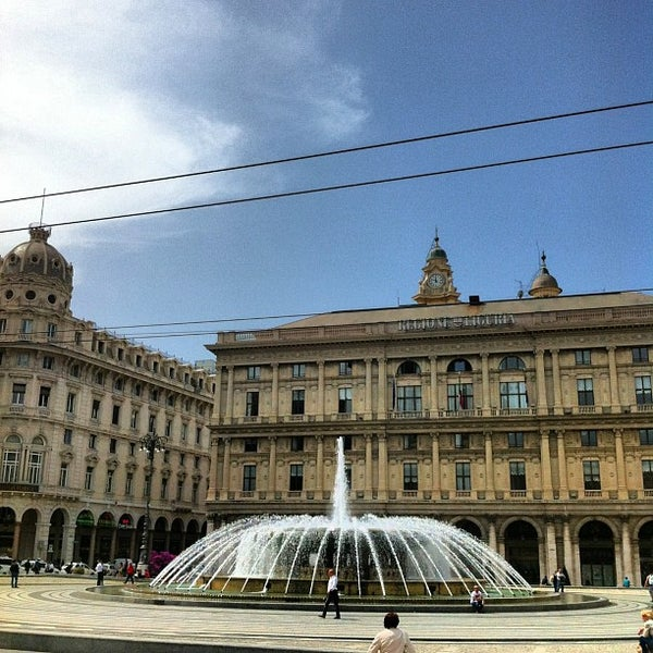 Foto scattata a Piazza de Ferrari da LAURA CARLA G. il 5/2/2013
