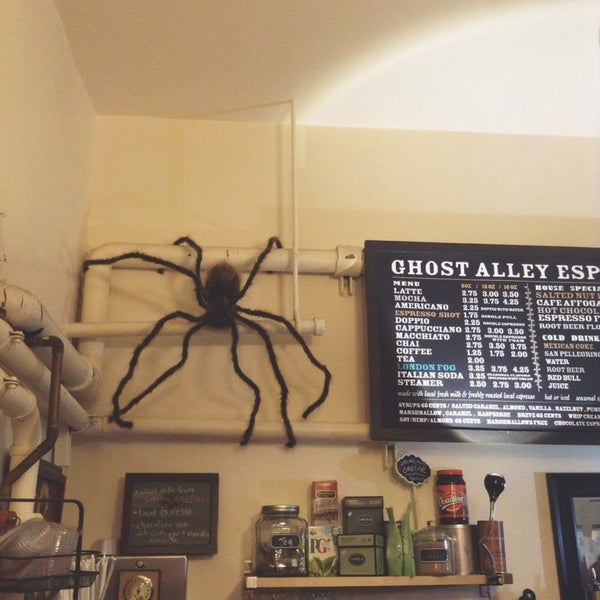 Photo taken at Ghost Alley Espresso by Tu N. on 10/27/2013