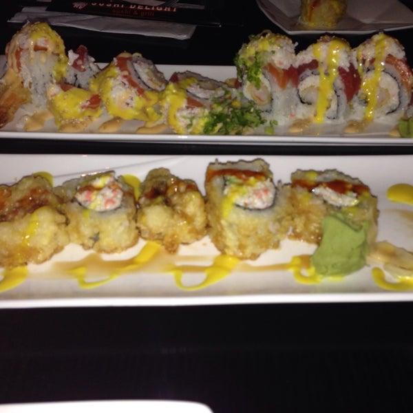 Photo prise au Sushi Delight par LaDenna E. le11/2/2013