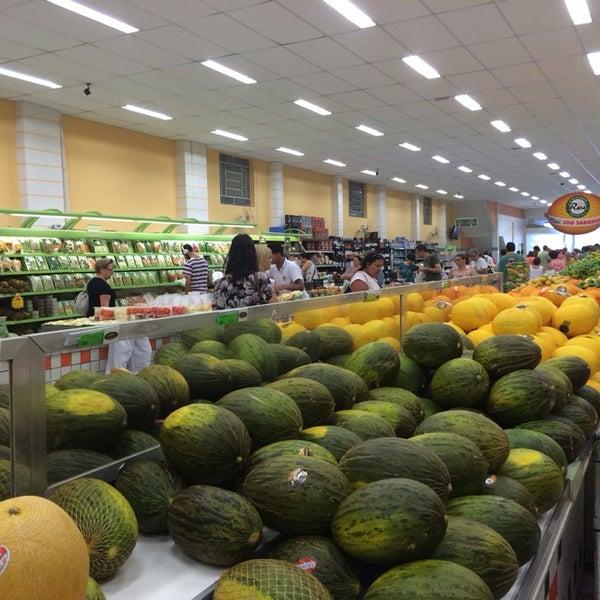 Photo taken at Sacolão Higienópolis by Renata B. on 1/11/2014