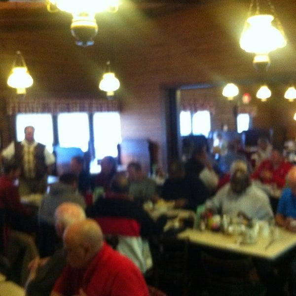 Photo taken at JR's Log House Restaurant by Wayne P. on 12/7/2013