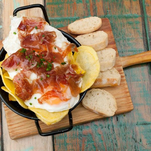 Buenas tapas y diversión gastronómica por doquier. En Good2b ya somos fans del Food&Boom. Imperdibles sus huevos estrellados, las burgers y la quiche de calabaza!!