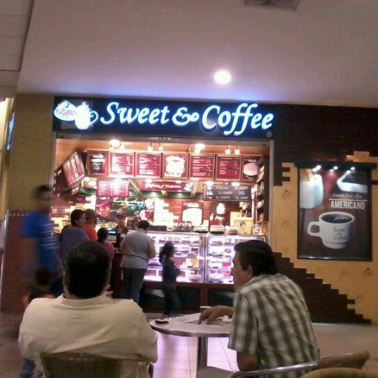 Foto tirada no(a) Mall del Sur por Ronald P. em 9/24/2012