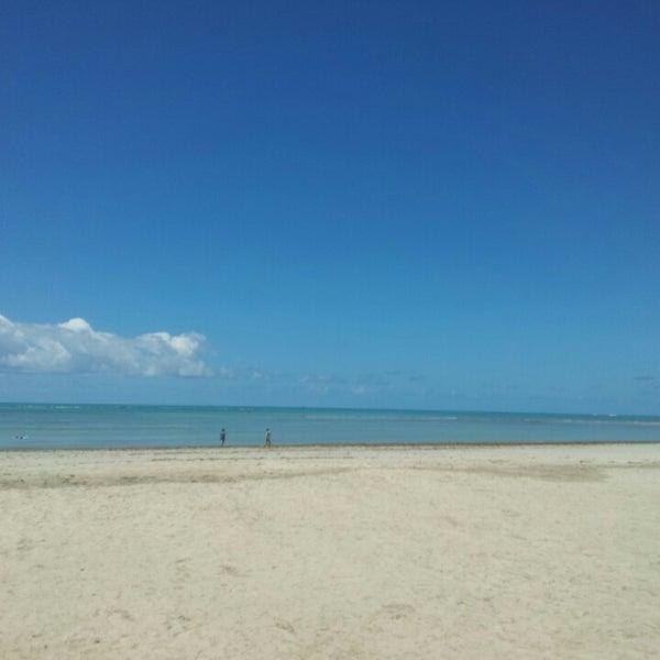 Foto tirada no(a) Praia de Paripueira por Vinicius C. em 3/26/2013