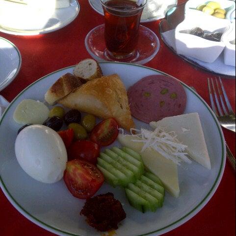 10/21/2012 tarihinde Nihan Ö.ziyaretçi tarafından Çamaltı Restaurant'de çekilen fotoğraf