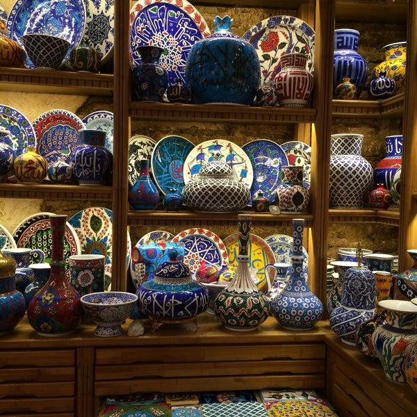 陶器が種類豊富(タイル、瓶、チャイグラスの茶托、ロクム入れ)でデザイン豊富。