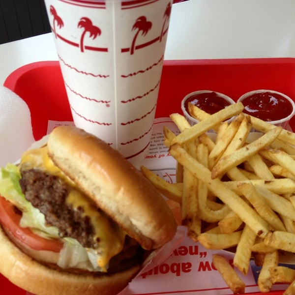 Photo taken at In-N-Out Burger by Matthew P. on 7/19/2013