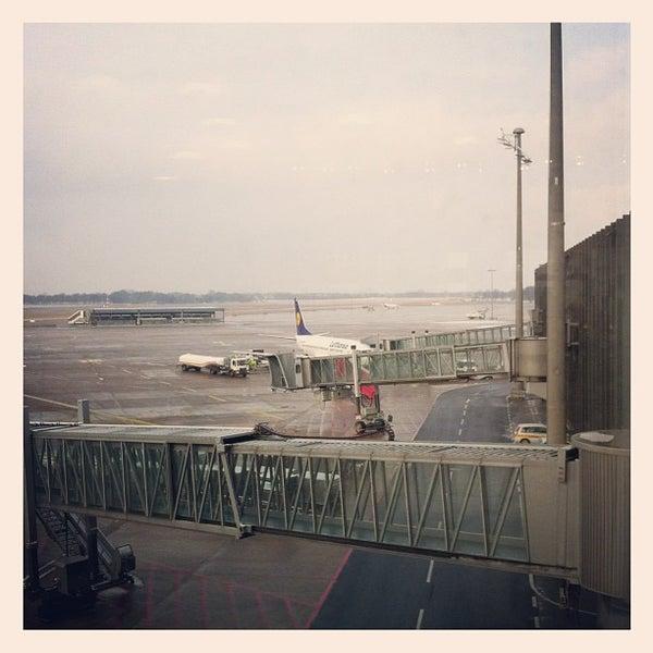 Foto tirada no(a) Lufthansa Senator Lounge por CoolBurning em 3/31/2013