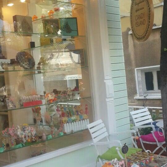 Foto diambil di Büyükada Şekercisi Candy Island Cafe Patisserie oleh Yusuf K. pada 5/1/2015
