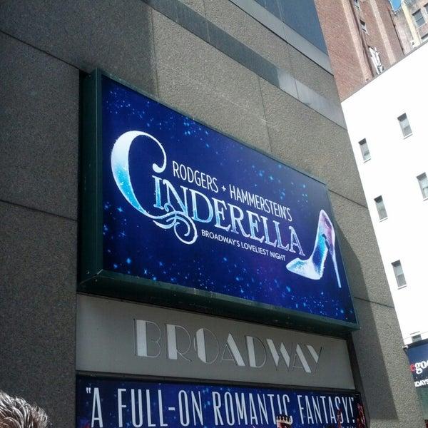 3/30/2013にKristina O.がBroadway Theatreで撮った写真