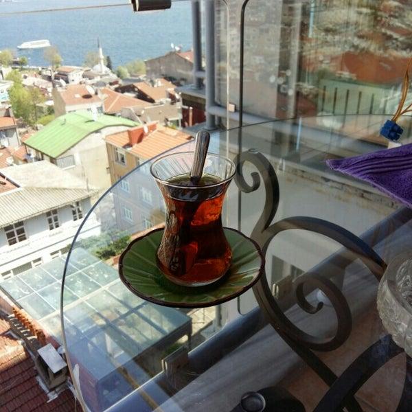 4/15/2016 tarihinde Ali A.ziyaretçi tarafından Manuel Deli & Coffee'de çekilen fotoğraf