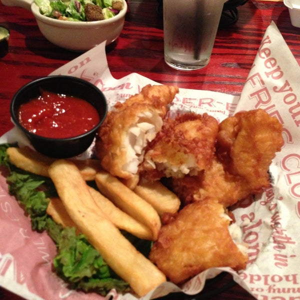 Photo taken at Red Robin Gourmet Burgers by Ian H. on 8/26/2013