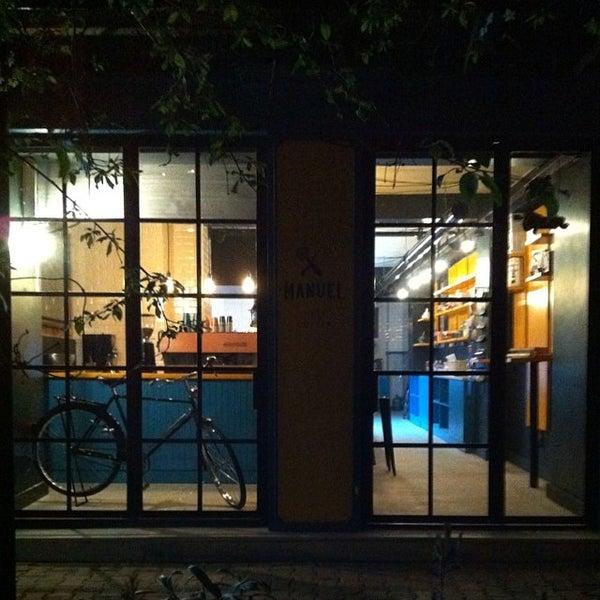 3/16/2014 tarihinde Ertan Y.ziyaretçi tarafından Manuel Deli & Coffee'de çekilen fotoğraf