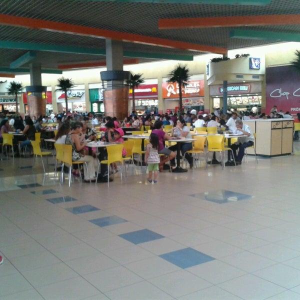 Foto tirada no(a) Mall del Sur por Solange M. em 4/8/2013