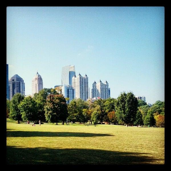 รูปภาพถ่ายที่ Piedmont Park โดย Jesse M. เมื่อ 10/13/2012