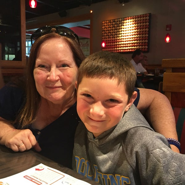 Photo taken at Red Robin Gourmet Burgers by Sara V. on 8/11/2016