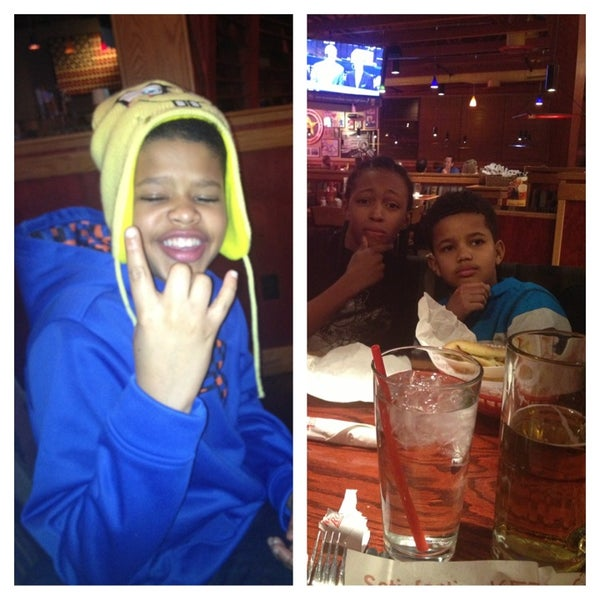 Photo taken at Red Robin Gourmet Burgers by Danielle L. on 12/30/2012