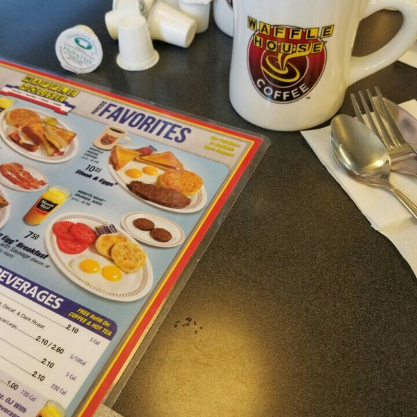 Photo taken at Waffle House by Joseph A. on 7/3/2016
