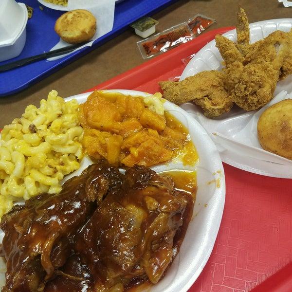 Photo taken at Nana's Soul Food Kitchen by Tracy T. on 2/8/2017